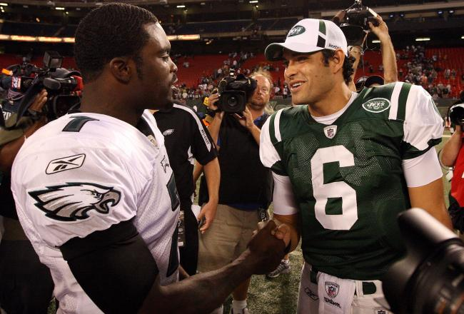 hi-res-90426209_crop_exact New York Jets Eyeing Michael Vick For 2013 Season