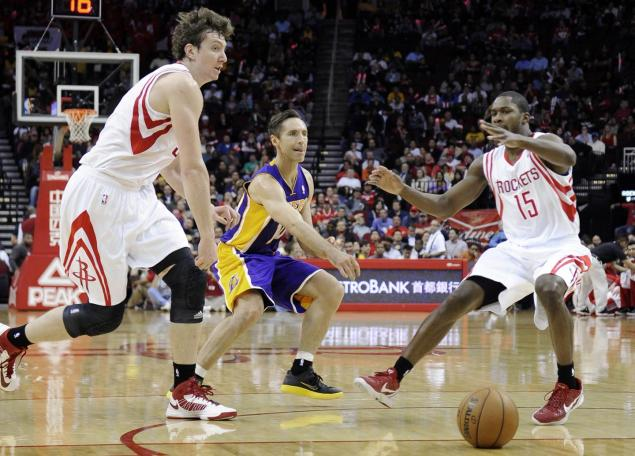 nash-web1 Lakers Guard Steve Nash Becomes 5th NBA Player With 10,000 Assist