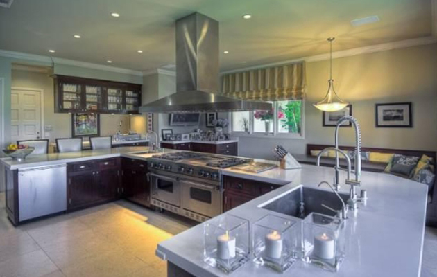 W2 Entourage Producer & Actor, Mark Wahlberg Lists His $14 Million Dollar Beverly Hills Mansion