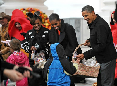1H Trick-or-Treat with President Obama and the First Lady (Video)