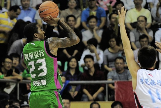 J.R. Smith Gets Injured During The Chinese Basketball Association Season Opener (Video)