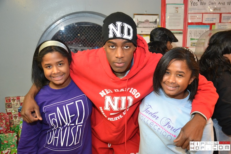 "Neo-Daviso-Foundation-Xmas-Eve-21 Nehemiah Davis (@NeoDaviso) Foundation's 4th Annual ""Gifts From Heaven"" Christmas Celebration (Photos)"