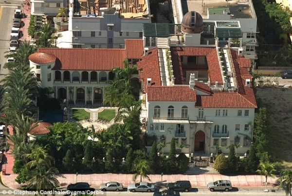 Gianni versace 39 s old south beach home is selling for 125 for Gianni versace home