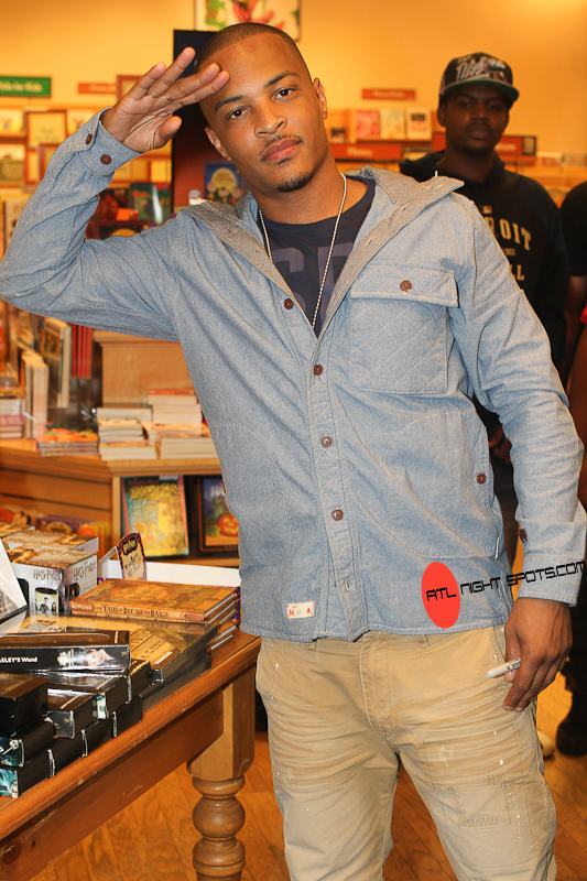 "T.I.-Trouble-Triumph-Book-Signing-Atlanta-8-of-10kopie T.I. (@TIP) Atlanta Barnes & Noble ""Trouble & Triumph"" Book Signing (Photos)"