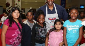 Atlanta Hawks (@ATLHawks) Team Up With The United Way This Thanksgiving