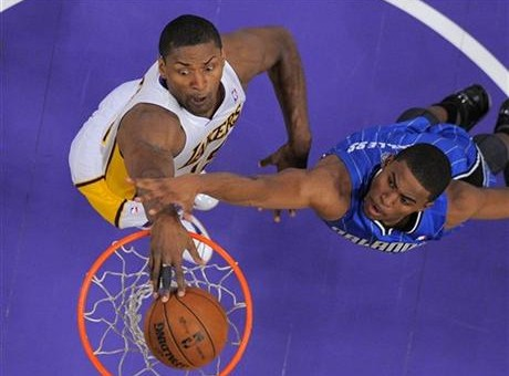 Metta World Peace Dunks On Maurice Harkless (Video)