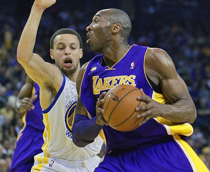 Kobe Bryant Spectacular Reverse Dunk Against Golden State (Video)