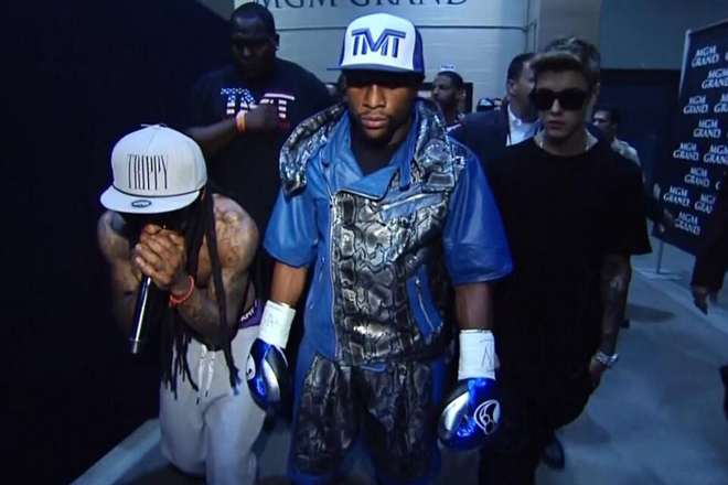 lil-wayne-justin-bieber-escort-floyd-mayweather-ring-video.jpeg