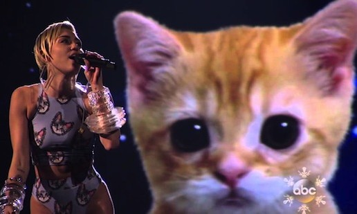 Miley Cyrus – Wrecking Ball (Live At 2013 American Music Awards) (Video)