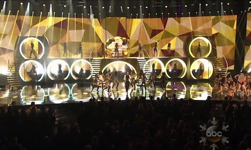Pitbull & Ke$ha – Timber (Live At 2013 American Music Awards) (Video)