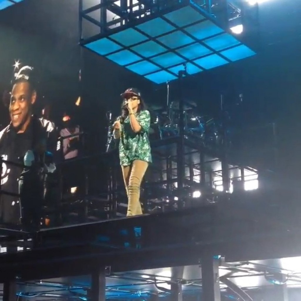 Chicago Femcee MoBo Joins Jay Z On Stage For The 2nd Time And Demands A Record Deal (Video)
