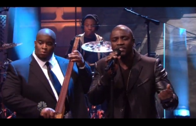 akon salaam 630x406 1 Salaam Remi & Akon   One In The Chamber (Live On Leno) (Video)