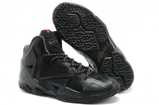 "Nike Lebron 11 ""Blackout"" (Photo)"