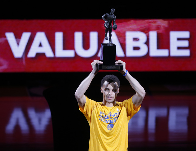 20150505 Curry05061 Warriors Come Out Play Stephen Curry Accepts His 2014 15 MVP