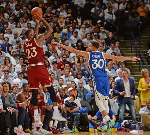 NBA MVP's Stephen Curry & LeBron James Duel In Oakland On ...