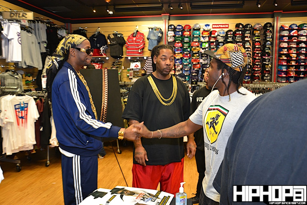 2-Chainz-x-DTLR-Baltimore-8-10-2012-HHS1987-16 2 Chainz - Based on a TRU Story DTLR Baltimore In-Store Signing (Photos)
