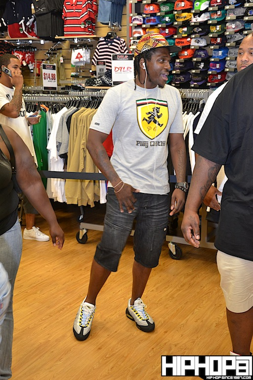 2-Chainz-x-DTLR-Baltimore-8-10-2012-HHS1987-20 2 Chainz - Based on a TRU Story DTLR Baltimore In-Store Signing (Photos)