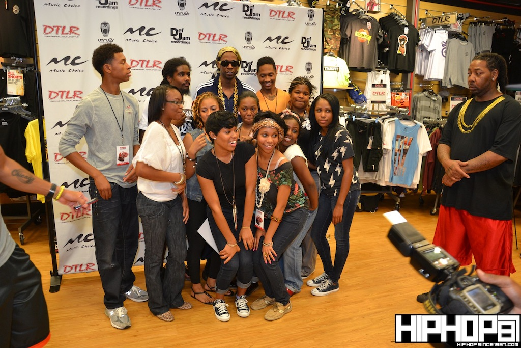 2-Chainz-x-DTLR-Baltimore-8-10-2012-HHS1987-42 2 Chainz - Based on a TRU Story DTLR Baltimore In-Store Signing (Photos)