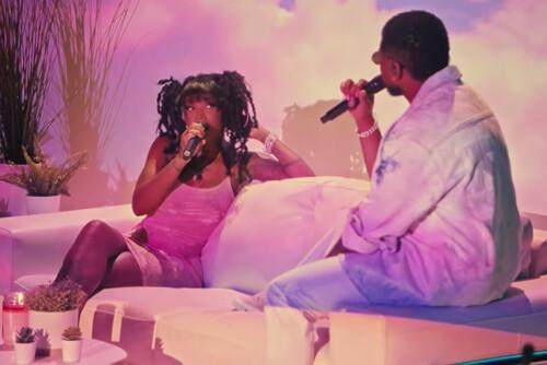 "Summer Walker & Usher Perform ""Come Thru"" at BET Awards! (Video)"